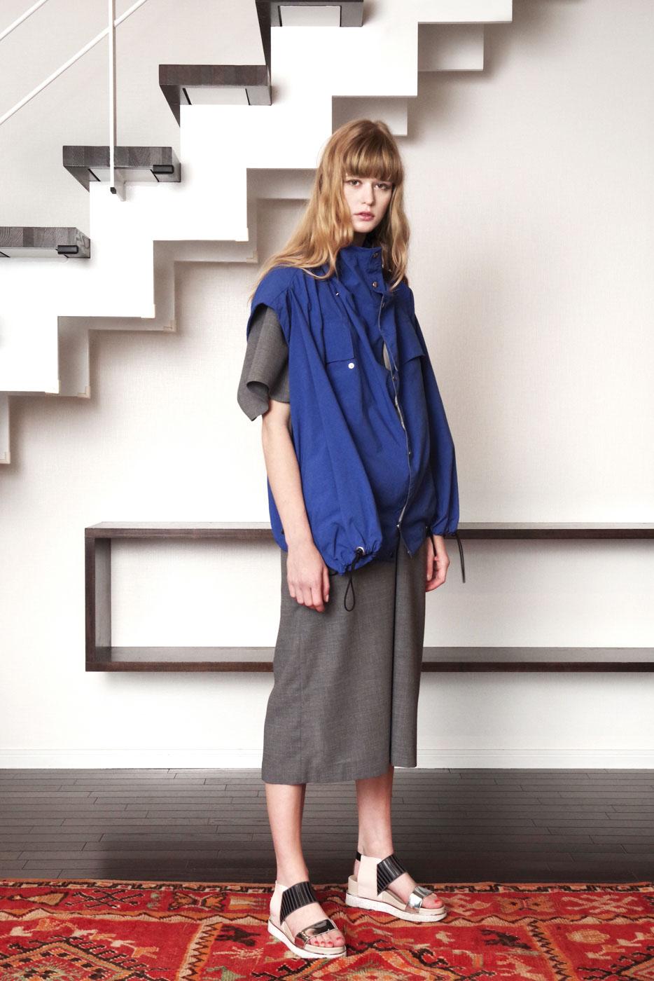 19017 Blouson ¥40,000, 19009 Dress ¥39,000