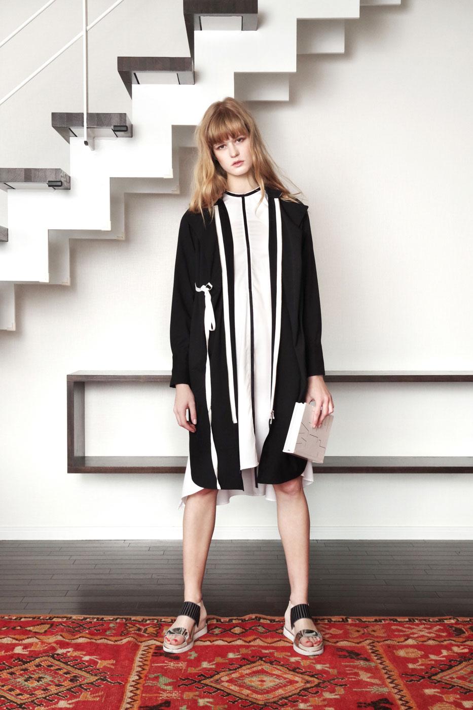 19005 Shirt Dress ¥38,000, 19021 Dress ¥32,000