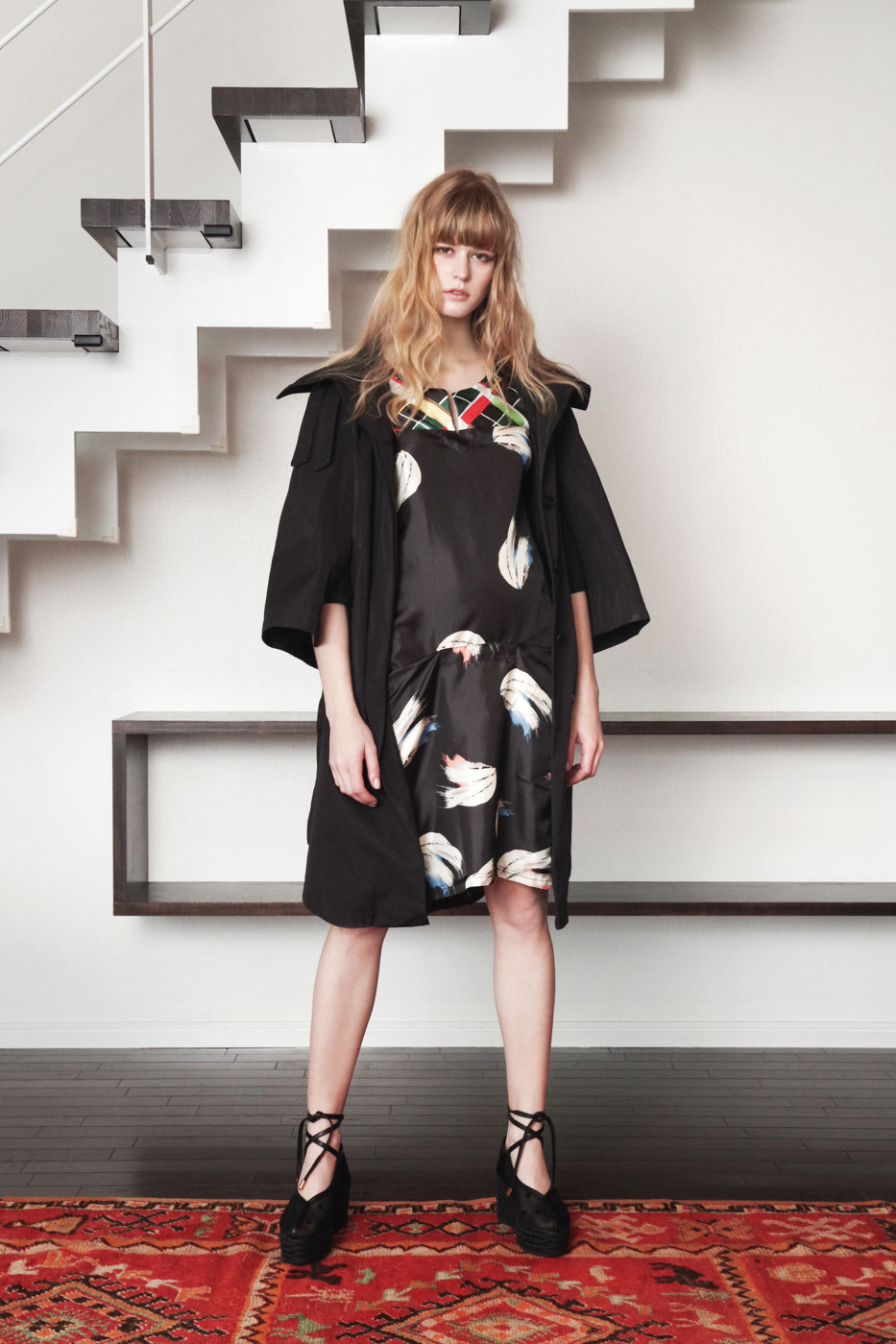 19020 Coat ¥40,000, 19030 Dress ¥32,000