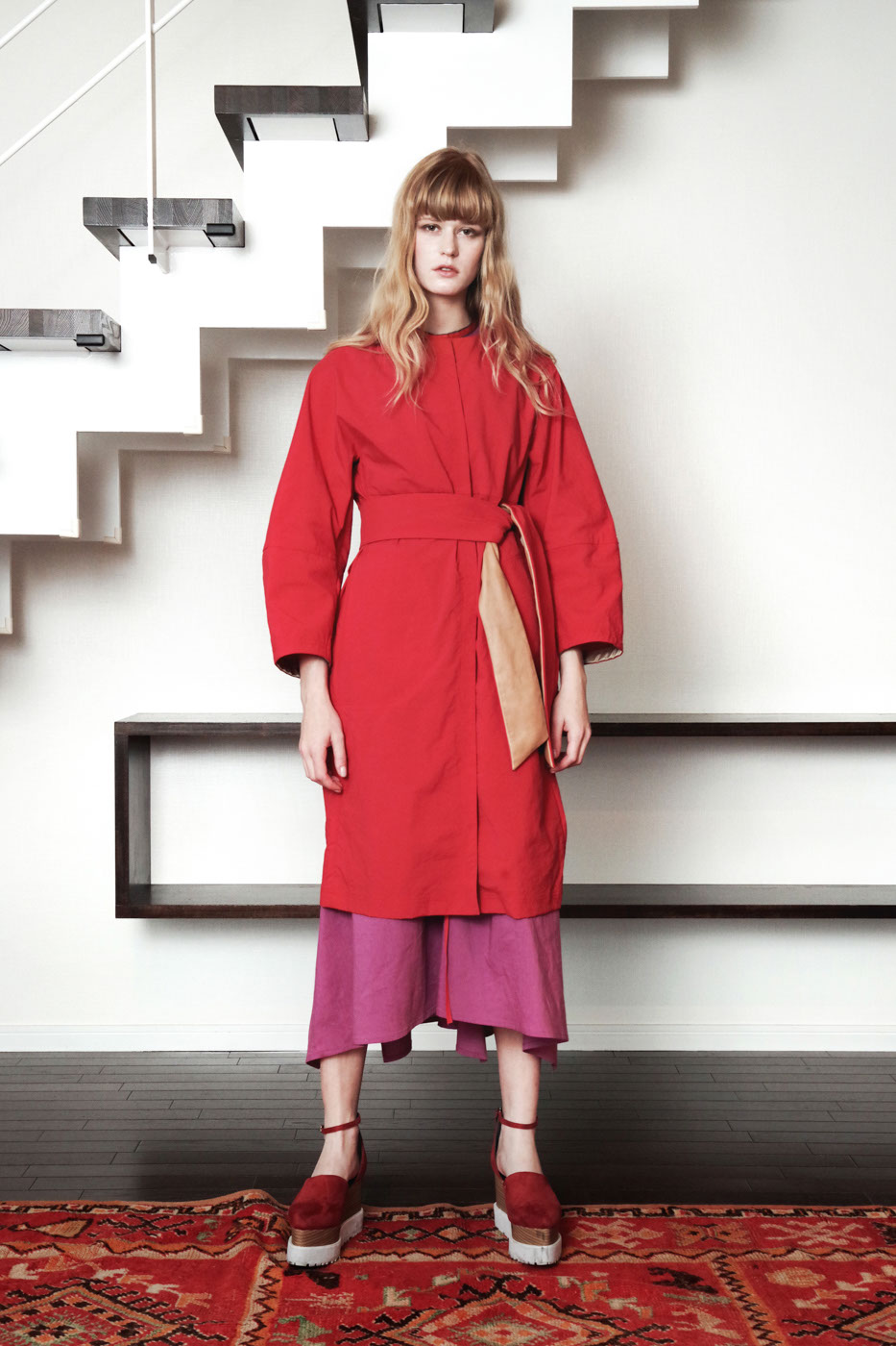 19016 Coat ¥42,000, 19022 Dress ¥34,000