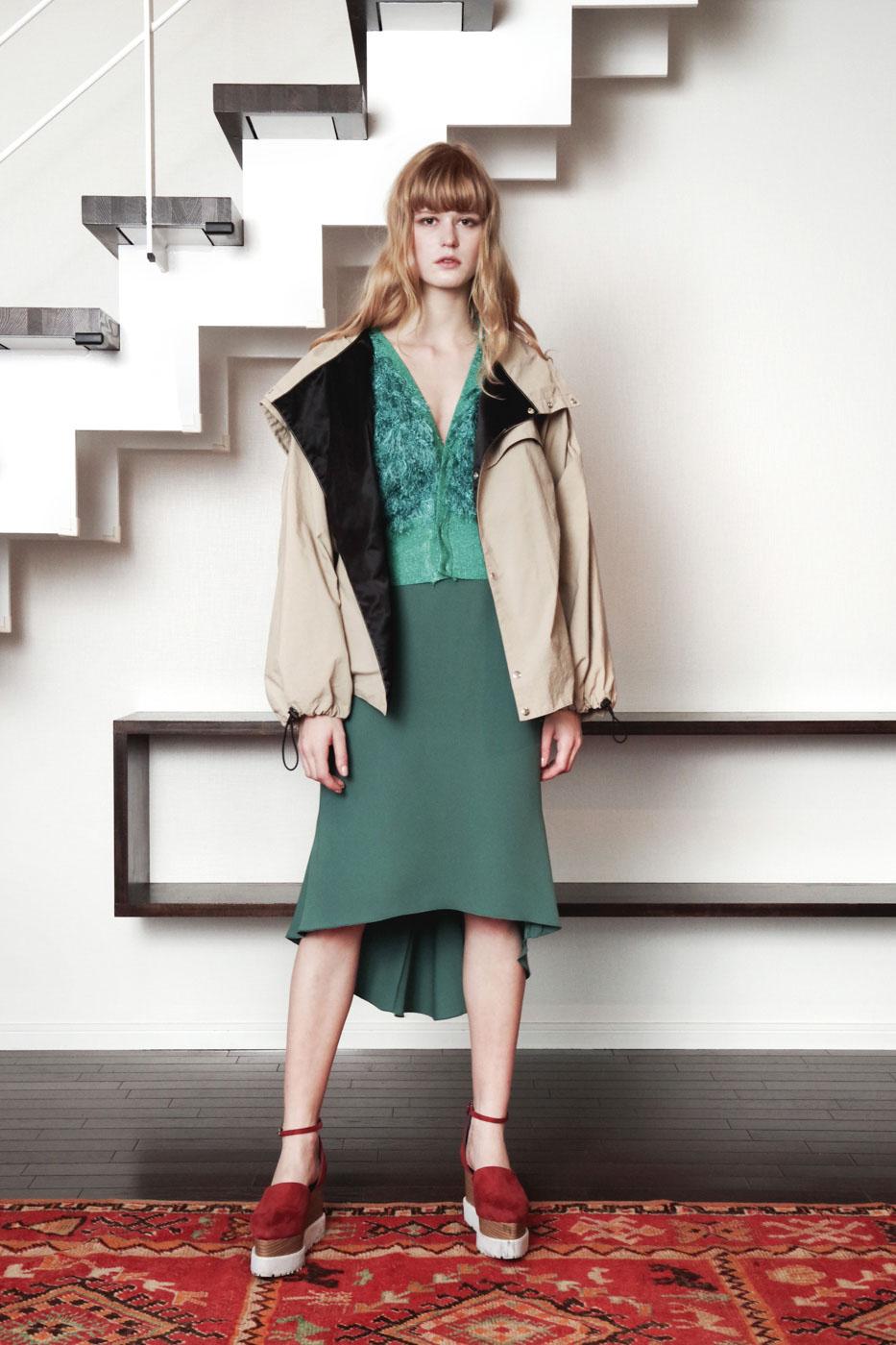 19017 Blouson ¥40,000, 19033 Cardigan ¥24,000, 19024 Skirt ¥23,000