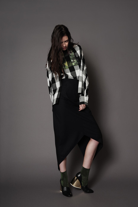 aF-181939 Blouse ¥24,000, aF-181956 Skirt ¥30,000