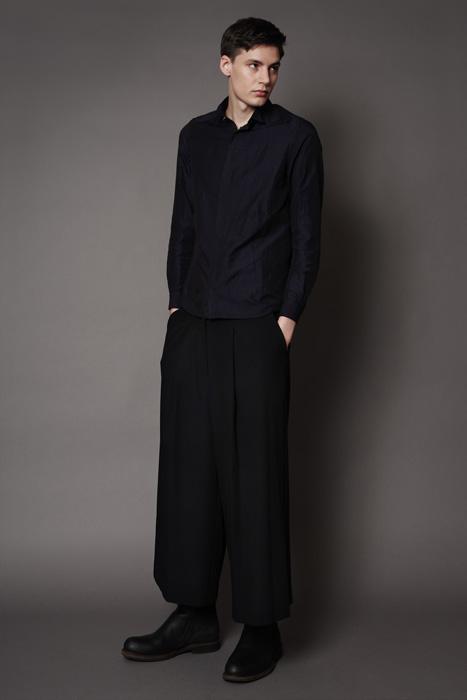 aF-181934 Shirt ¥26,000, aF-181957 Pants ¥27,000