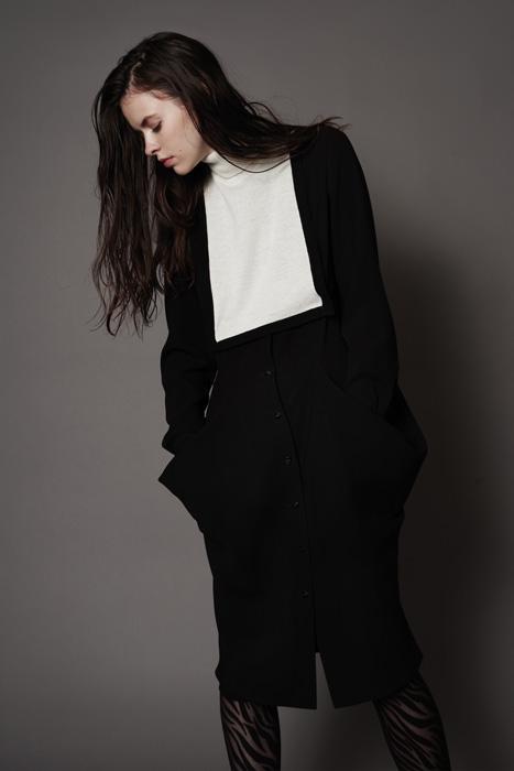 aF-181953 Sleeves ¥18,000, aF-181927 Dress ¥40,000