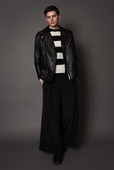 aF-181909 Blouson ¥120,000, aF-181944 Sweater ¥37,000,  aF-181957 Pants ¥27,000