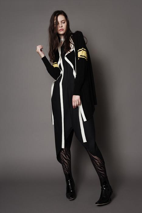 aF-181948 Sweater ¥42,000, aF-181923 Jumper Dress ¥40,000