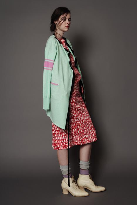 aF-181948 Sweater ¥42,000, aF-181936 Dress ¥40,000
