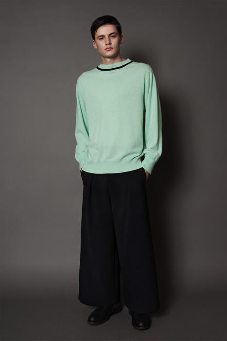 aF-181951 Sweater ¥38,000, aF-181957 Pants ¥27,000