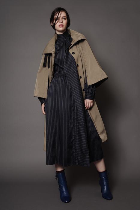 aF-181915 Coat ¥46,000, aF-181930 Dress ¥38,000