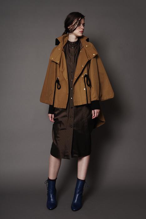 aF-181915 Coat ¥40,000, aF-181929 Dress ¥38,000