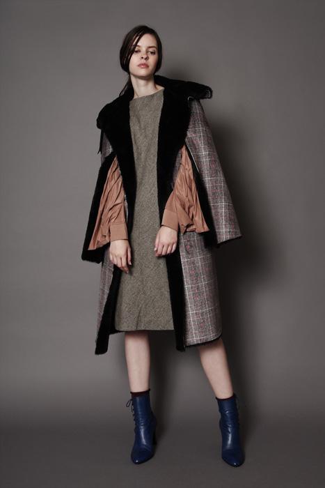 aF-181906 Coat ¥76,000, aF-181917 Dress ¥42,000