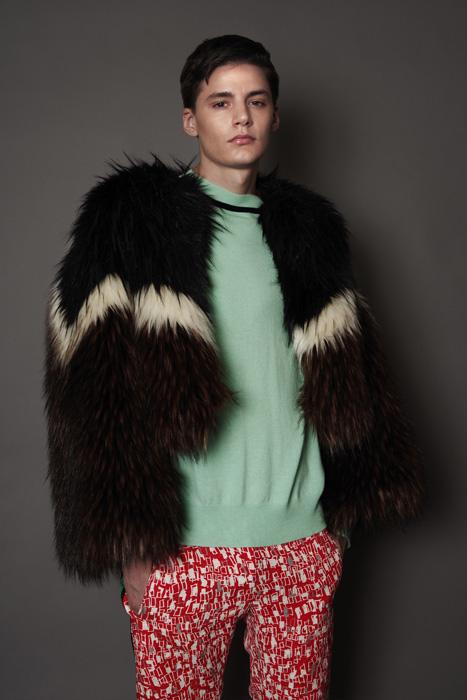 aF-181902 Blouson ¥48,000, aF-181951 Sweater ¥37,000,  aF-181937 Pants ¥26,000