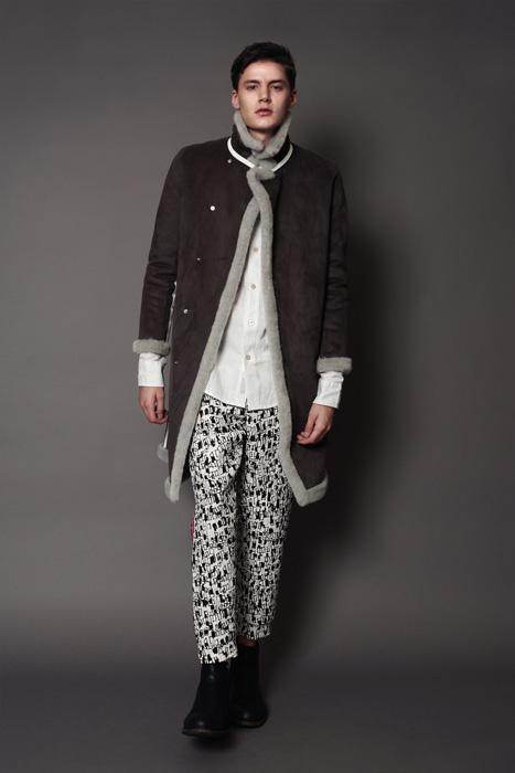 aF-181907 Coat ¥65,000, aF-181958 Shirt ¥24,000,  aF-181937 Pants ¥26,000