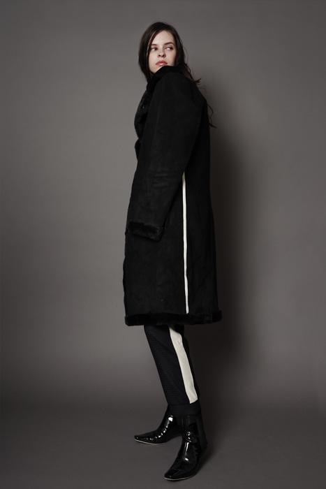 aF-181907 Coat ¥65,000, aF-181926 Pants ¥24,000